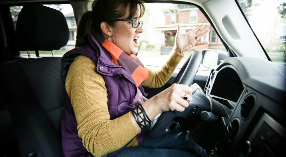 merevedés az autó vezetése közben pont a férfi erekcióhoz
