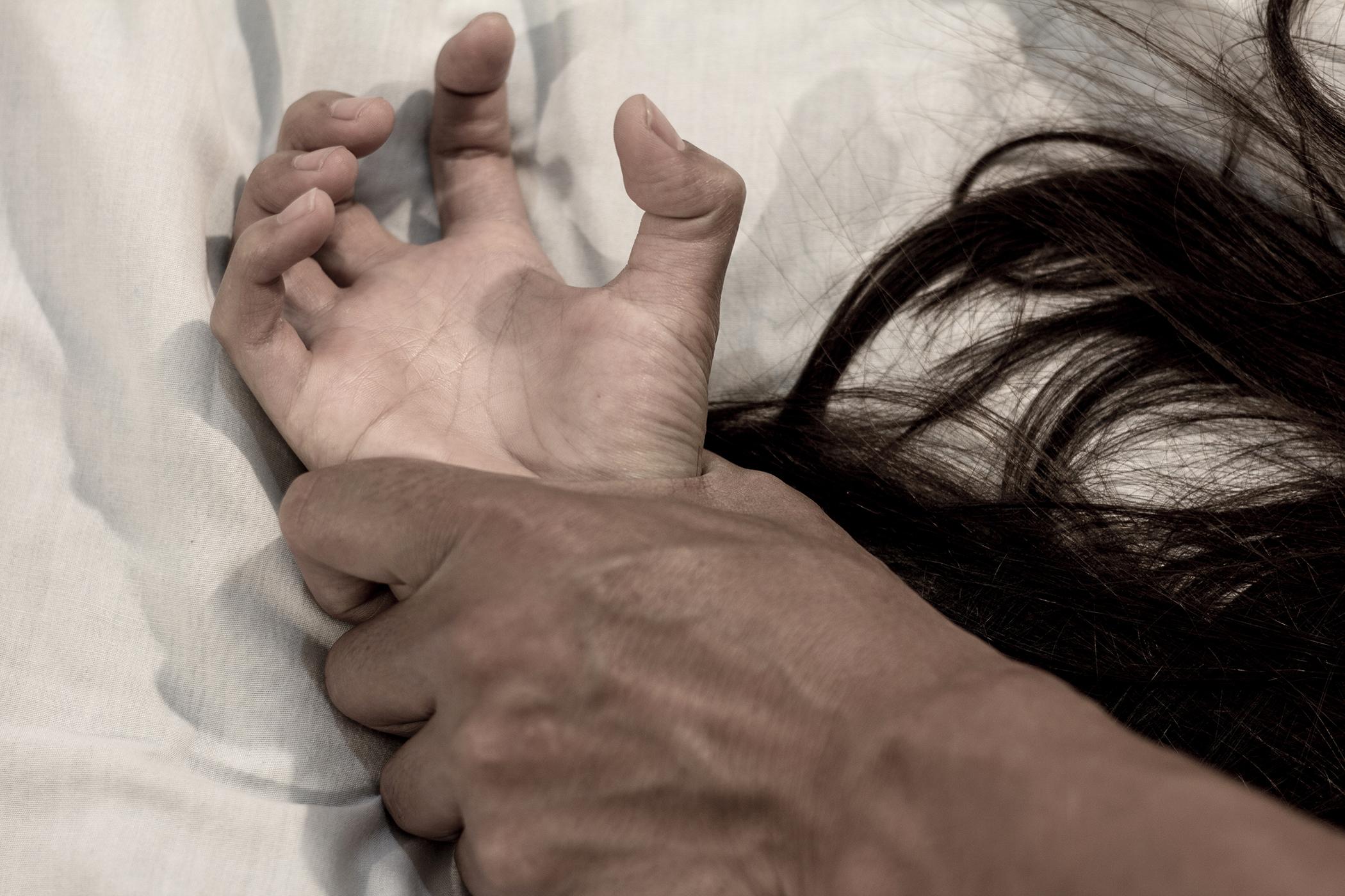 feleség kéz felállítása állandó merevedés mit kell tenni